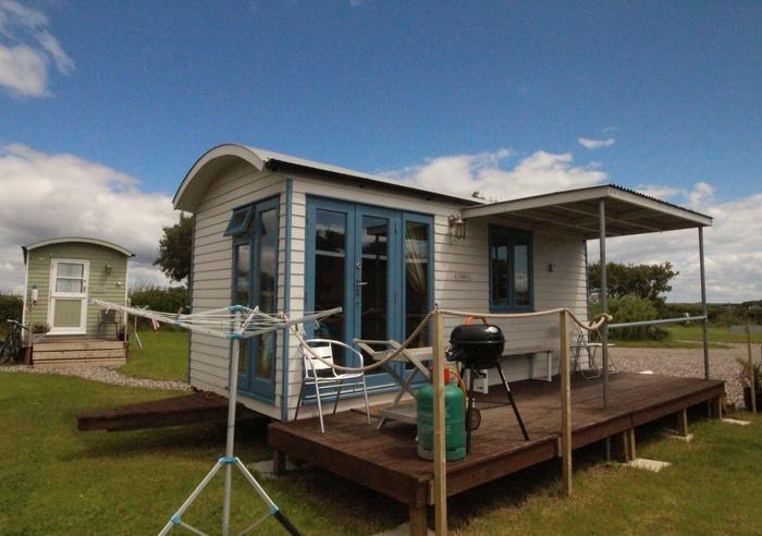 Rhossili Scamper Holidays - Sands Shepherd Hut, Swansea 1