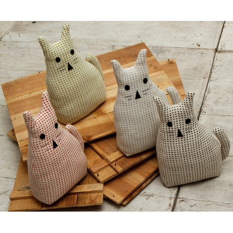 Morgan Wright Country Lace Cat Doorstopper Raspberry 2