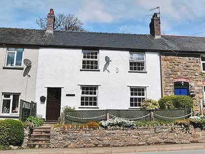 Bronhaul, Powys, Llanbrynmair