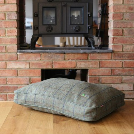 Luxury Tweed Dog Bed – Sage