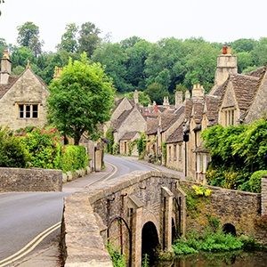 <strong>The Cotswolds</strong>: Our complete guide to the dog-friendly Cotswolds.