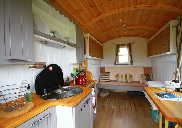 Rhossili Scamper Holidays - Classic Shepherd Hut, Swansea 1