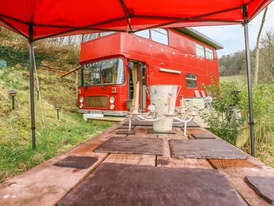 The Red Bus - Winter retreat, Cambridgeshire, Newnham