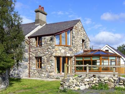 Ddol Helyg Farmhouse, Gwynedd, Llanrug
