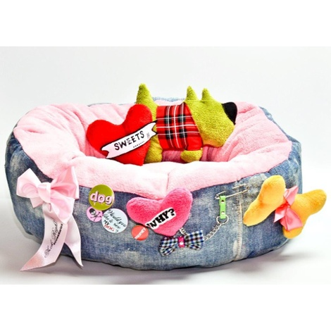The Green Dog Bed with Dog & Heart Dog Toy