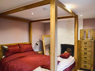 The Coach House, Wales, Heol-y-Cyw