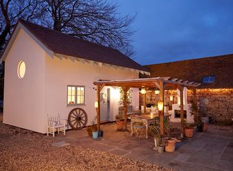 Blue Door Barns - The Lodge