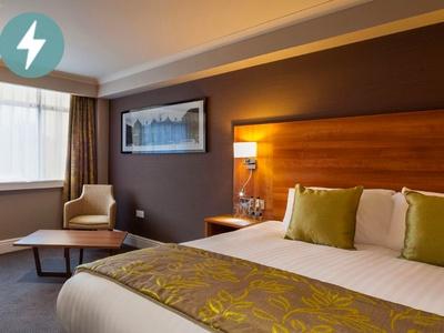 Cresta Court Hotel, Manchester