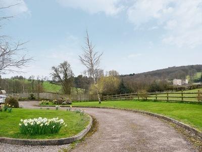 Oak, Gloucestershire, Bream