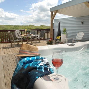 <strong>Luxury cottages with hot tubs</strong>: Relax and unwind at these destinations.