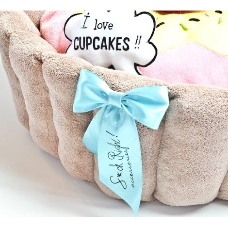 Cupcake Dog Bed with Dog Toys 3