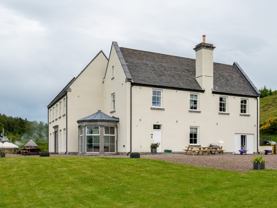 Alexander House  West Wing  with Hot Tub in Turret - (sleeps 10), Perth and Kinross, Auchterarder