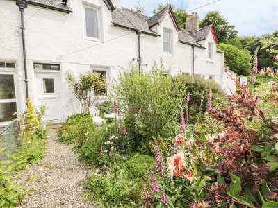 Crinan Canal Cottage No8, Argyll and Bute, Lochgilphead