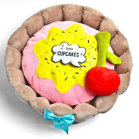 Cupcake Dog Bed with Dog Toys