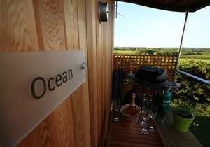 Rhossili Scamper Holidays - Ocean Shepherd Hut, Swansea 3