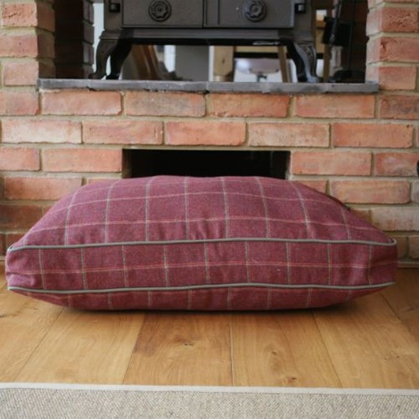 Luxury Tweed Dog Bed – Claret