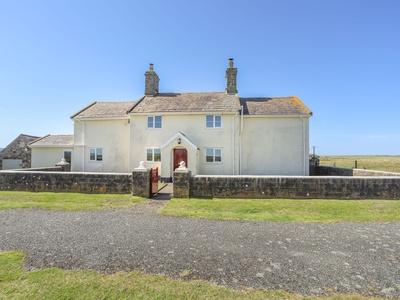 Warren Farmhouse, Gwynedd, Dinas Dinlle