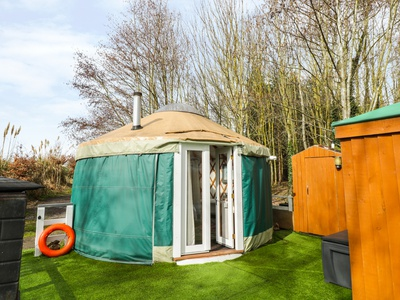 The Lakeside Yurt, Gloucestershire, Tewkesbury