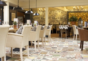 The Swan Hotel, Gloucestershire 5