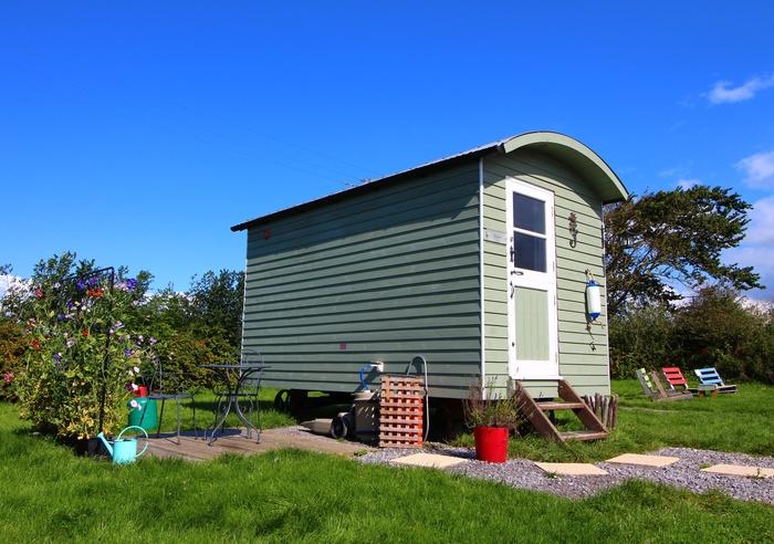 Rhossili Scamper Holidays - Dylan Shepherd Hut, Swansea 1