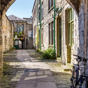 <strong>SETTLE HOLIDAY COTTAGES - THE LUXURY LOFT, NORTH YORKSHIRE:</strong> The Luxury Loft is set in the beautiful countryside in the pretty market town of Settle.