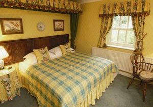 Noel Arms Hotel, Gloucestershire 6