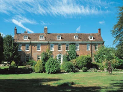 New Park Manor, Hampshire