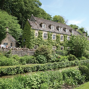 <strong>The Swan Hotel, Gloucestershire: </strong> A charming dog-friendly retreat in the Cotswolds