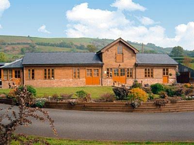 Cefn Colwyn Barn, Powys