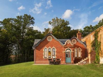 Wilderness - Garden Cottage, Suffolk, Saxmundham