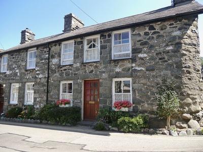 Min Y Dwr, Gwynedd, Llwyngwril