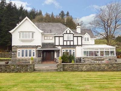 Pengwern Farmhouse, Dyfed, Llanrwst