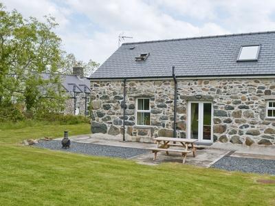 Sgubor Wennol Bach, Gwynedd, Llannor