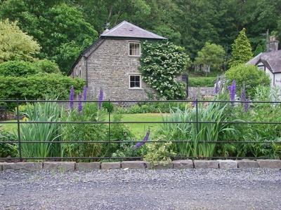 Gamekeepers Cottage, Carmarthenshire, Llangadog