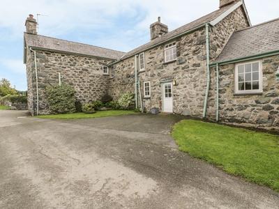 Gwrtheyrn, Gwynedd, Dyffryn Ardudwy