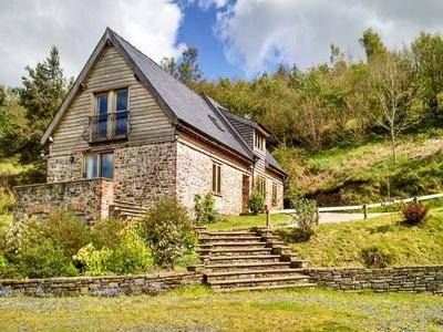 Hiraeth, Powys, Llandrindod Wells