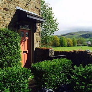<strong>Sunnybeck Cottage, Yorkshire :</strong> Located in the Yorkshire Dales, this idyllic country cottage is perfect for walkies.