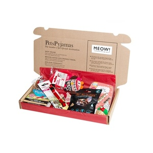 Make your cool cat feel extra special over the festive holiday with our personalised Christmas treat box!