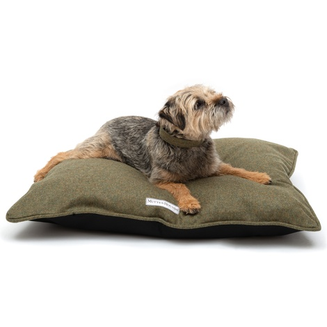 Forest Green Tweed Pillow Bed 3