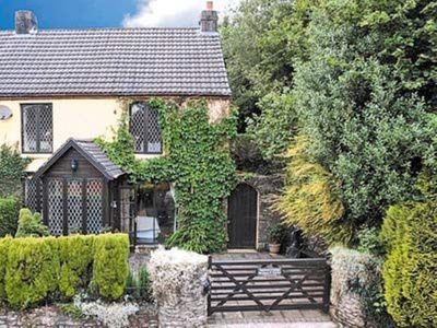 Squirrel Cottage, Bridgend, Bettws