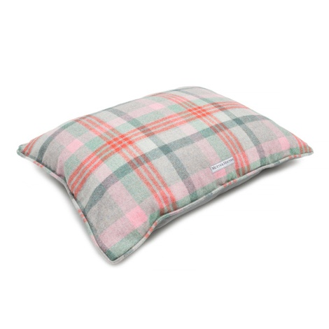Macaroon Check Pillow Dog Bed 2