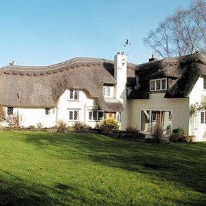<strong>SNOWDROP COTTAGE, HAMPSHIRE</strong>: Vist this detached thatched holiday property at the edge of the New Forest National Park.