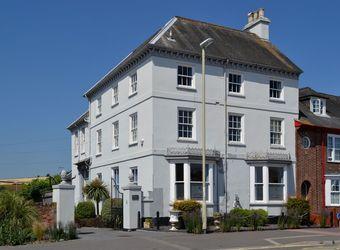 Finestere, Devon