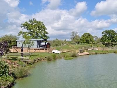 Lakeside Hut, Dorset, Motcombe