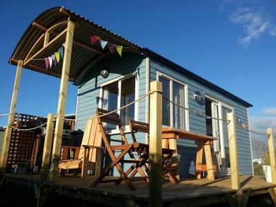 Rhossili Scamper Holidays - Grand Shepherd Hut, Swansea
