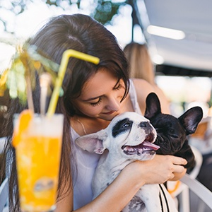<strong>Dine With Your Dog</strong> Enjoy every minute of your getaway - dine with your best friend, they may even get a doggy treat!