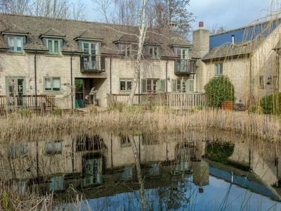 Ewen House, Gloucestershire, Cirencester